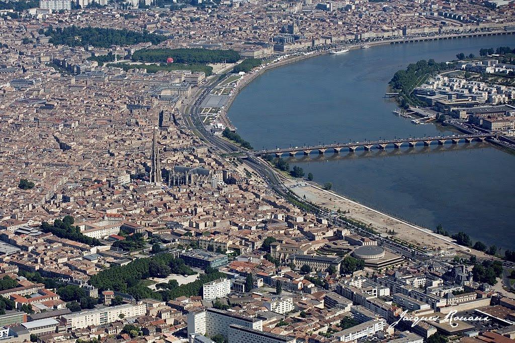 La Ville La Plus Proche De Bordeaux Avec Un Aeroport
